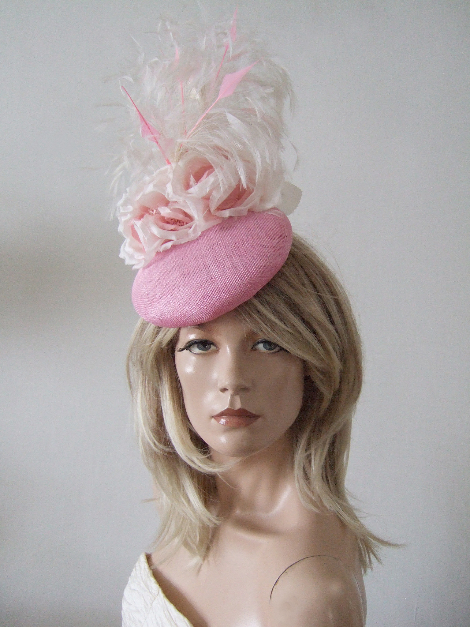 Pink Hats for Royal Ascot 2020. Royal Ascot Hat Rental 2020. Pink Floral Hats. Best Royal Ascot Hats 2020. Pink Hats for Hire 2020. Hire Hats for the Grand National. Royal Ascot Hat Rental. Hats to wear with a Pink dress. Formal Wedding Hats for Hire UK 2020. Amazing Hats for the Races 2020.
