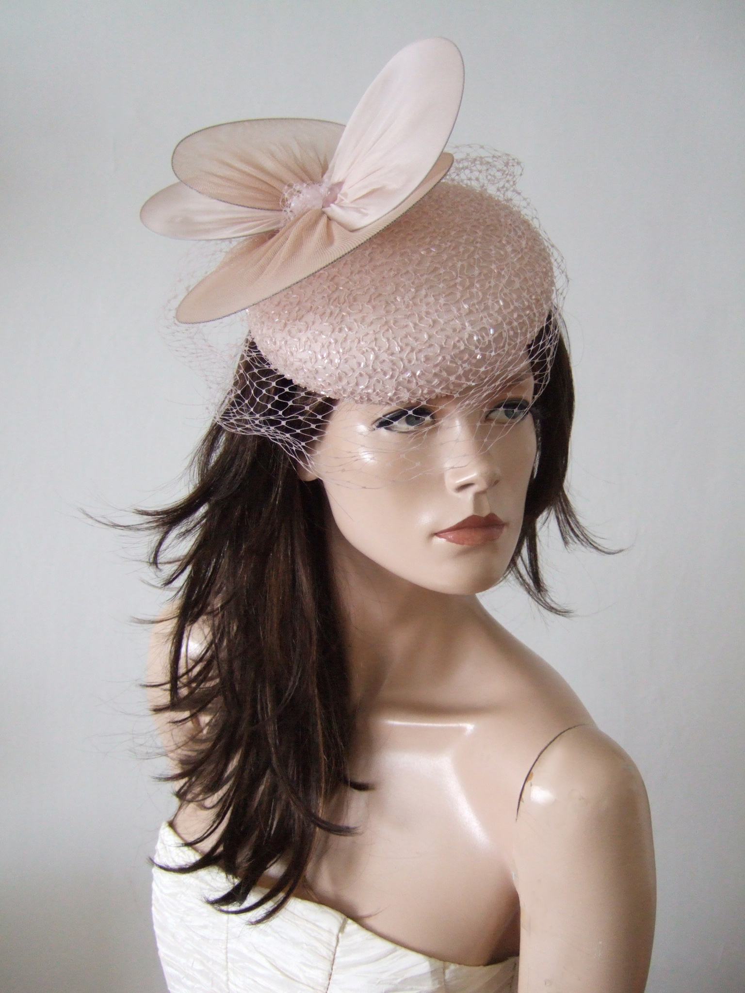 Designer Hats for Hire London. Mother of the Bride Hats 2021. Hats for Wedding Guests UK. Best Royal Ascot Hats 2021. Designer Hats for Hire 2021. Wedding Hats for Hire UK 2021. Hats like Kate Middleton wears. Blush Pink Hats for the Races. Mother of the Bride Hat Hire 2020. Fascinators like Kate Middleton wears. Jane Taylor Wedding Hats.