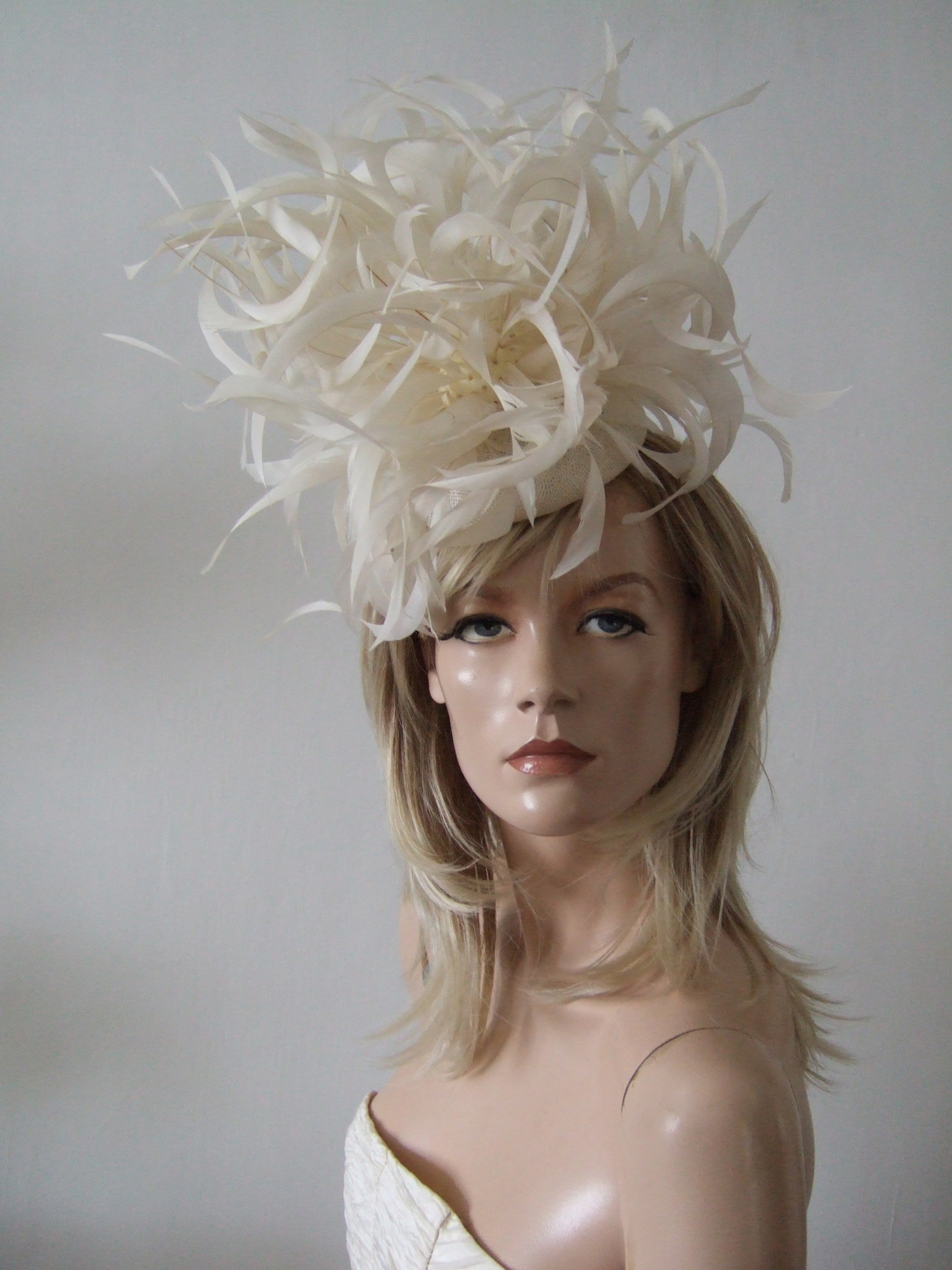 Designer Hats for Hire UK. Hats for Summer Wedding Guests UK. Ivory Royal Ascot Headpieces 2020. Designer Fascinators for Hire 2020. Wedding Fascinators for Hire UK 2020. Designer Hats for Royal Ascot 2020. Mother of the Groom Hats 2020. Hats to wear to the Races. Hats for Cheltenham Races 2020. Mother of the Bride Hat Hire 2020. Summer Wedding Fascinators.