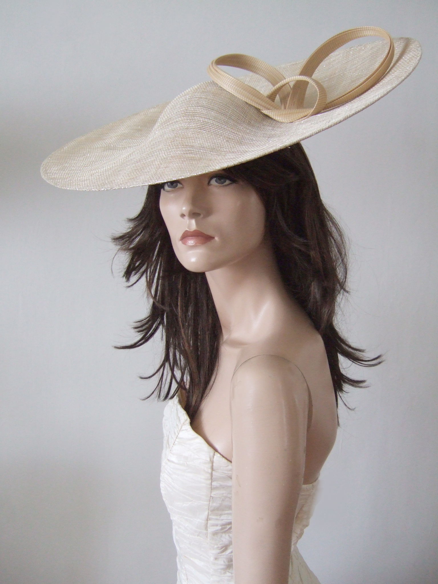 Wedding Guest Hats for Hire near London. Royal Ascot Hat Rental 2021. Hire Hats for Wedding Guests UK. Best Royal Ascot Hats 2021. Philip Treacy Hats for Hire 2020. Philip Treacy Royal Ascot Hats 2020. Gold Royal Ascot Hats 2021. Hats to wear with a Light Gold dress. Formal Wedding Hats for Hire UK 2020. Amazing Hats for the Races 2021. Gold Mother of the Bride Hats for Hire 2020.