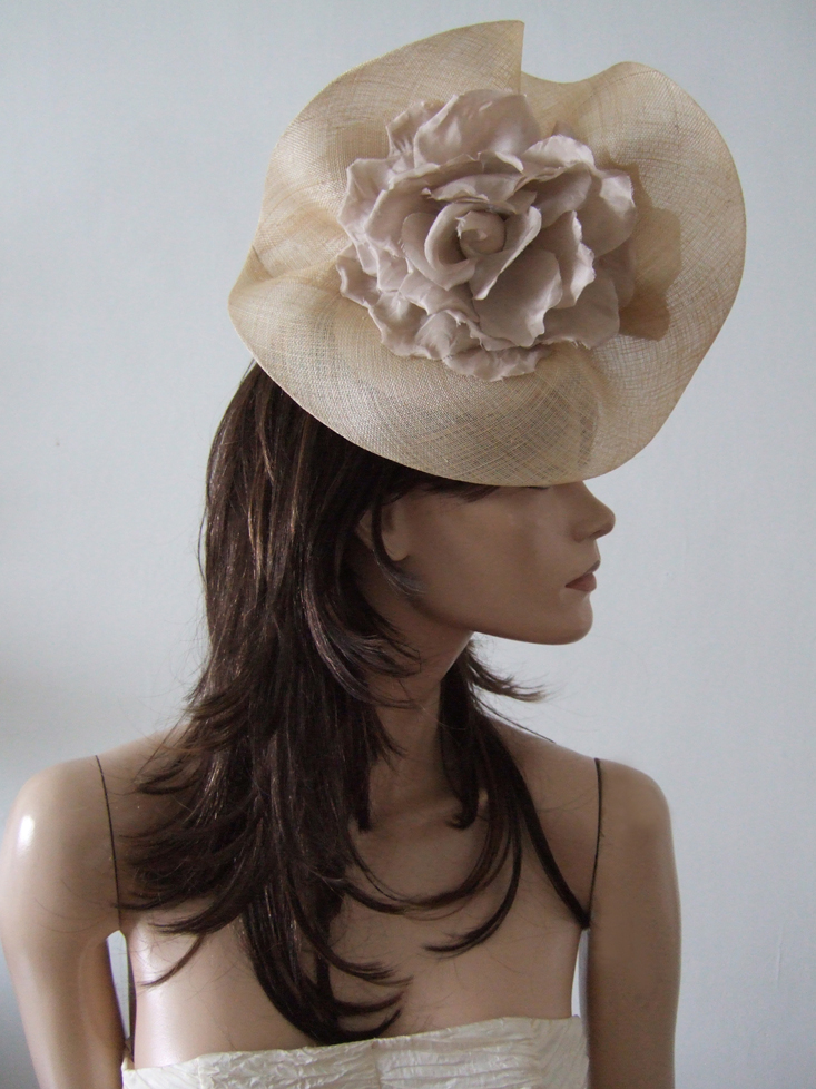 Nude hat for Royal Ascot 2021. Royal Ascot Hat Rental 2021. Hat Hire Berkshire. Nude Royal Ascot Hats 2021. Hats for Hire 2021. Nude colour Mother of the Bride Hat 2021. Royal Ascot Hat Rental 2021. Wedding Hats for Hire UK 2021. Hats for Ladies day at the Races 2021. Hats for the Races 2021.