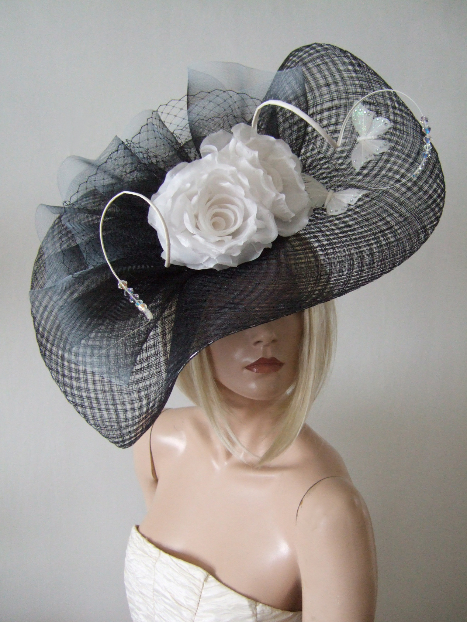 Wedding Guest Hats for Hire near London. Royal Ascot Hat Rental 2020. Big Black and White Hats. Best Royal Ascot Hats 2020. Black and White Hats for Hire 2020. Amazing Royal Ascot Hats 2020. Big Royal Ascot Hats. Hats to wear with a Black and White dress. Formal Wedding Hats for Hire UK 2020. Amazing Hats for the Races 2020.