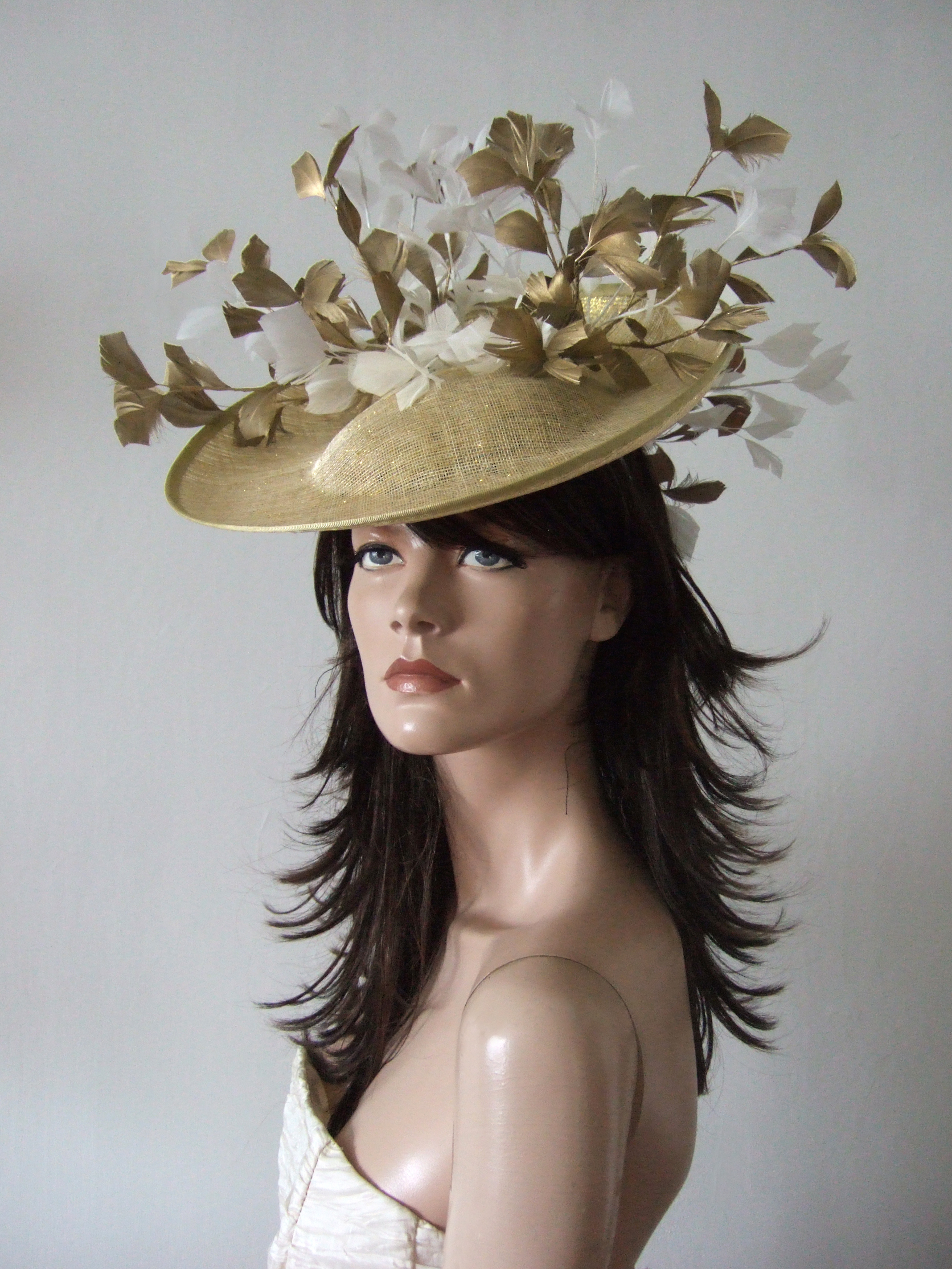 Gold and white Formal Wedding Guest Hats 2020. Gold and White Hats for Royal Ascot 2021. Gold and White Hatinator Hats, Formal Hat Hire 2020. Hat Hire Berkshire. Wedding guest hats 2020. Hats for Hire 2020. Gold and White Ladies Wedding Hats. Gold Mother of the Bride Hats 2020. Royal Ascot Hat Rental 2021. Wedding Hats for Hire UK 2020. Hire Hats for Epsom Races 2021. Hats for Cheltenham Races 2021.