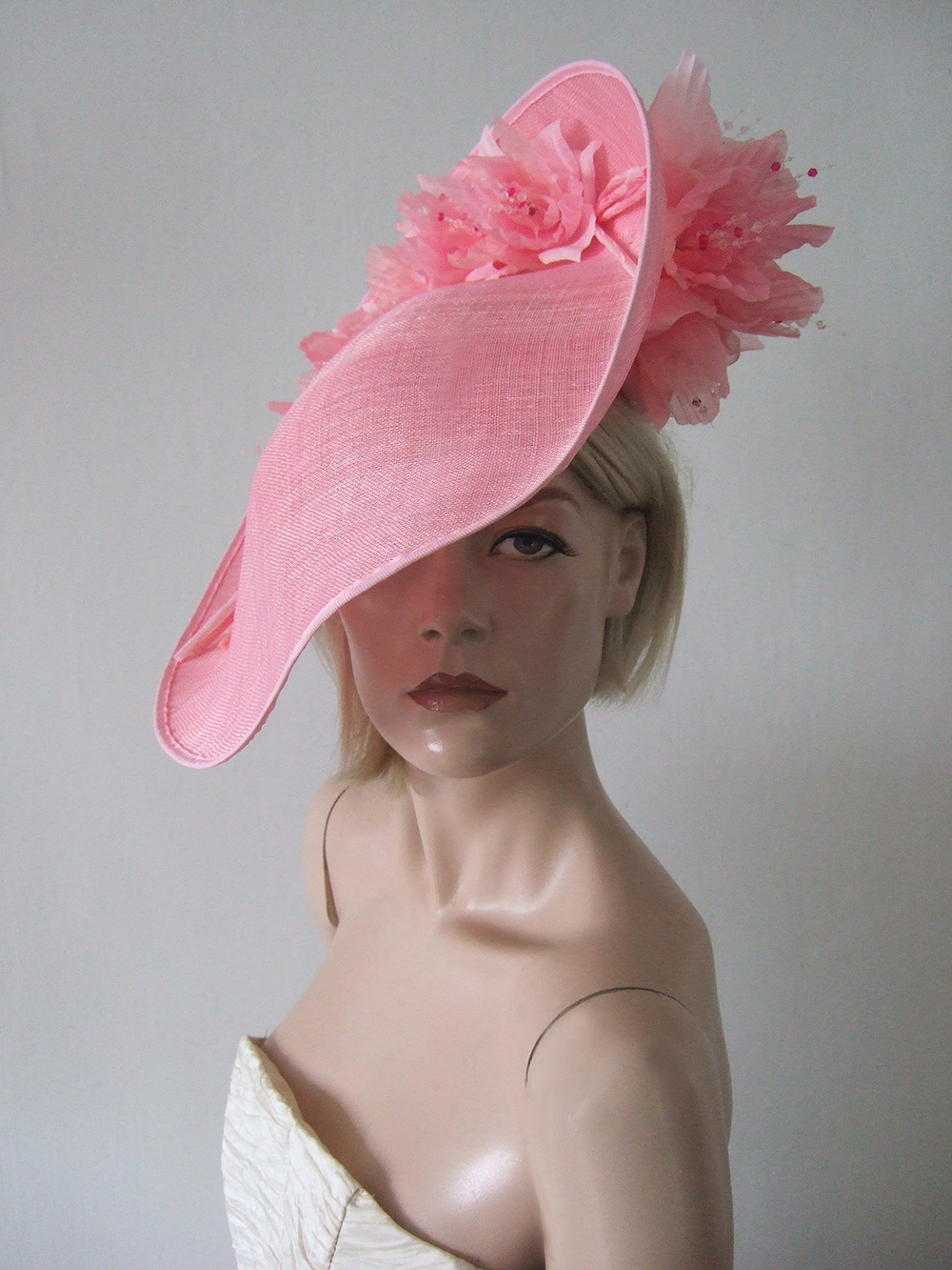 Designer Hats for Hire London. Royal Ascot Hat Rental. Pink Hats for Wedding Guests UK. Best Royal Ascot Hats 2021. Designer Hats for Hire 2021. Pink Fascinators. Hats to wear with a Pink dress. Wedding Hats for Hire UK 2021. Pink Hats for the Races. Mother of the Bride Hat Hire 2021.