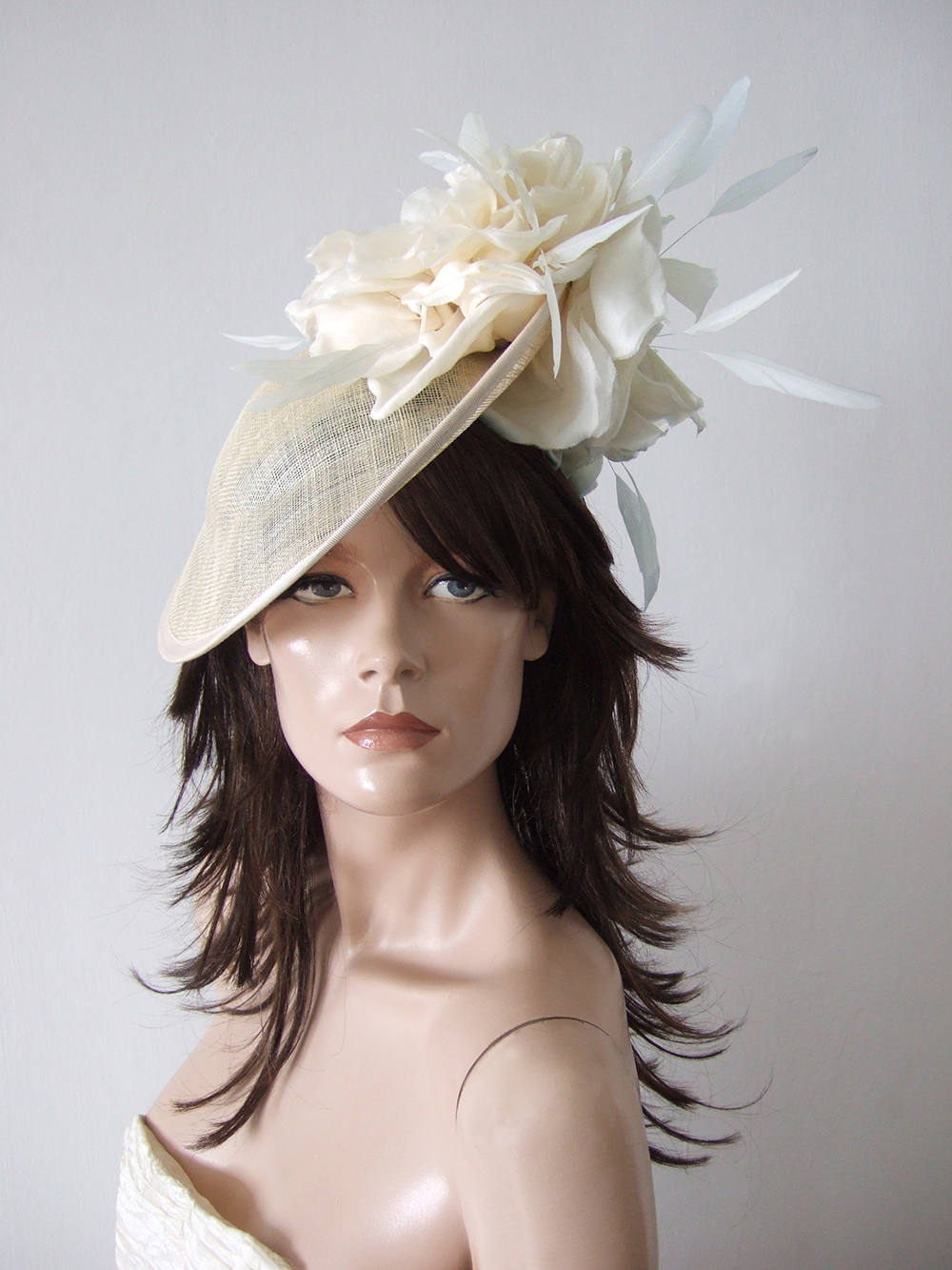 Saucer Style Hats for Hire UK. Hats for Summer Wedding Guests UK. Cream Royal Ascot Hats 2021. Designer Hats for Hire 2020. Wedding Hats for Hire UK 2021. Hats for Royal Ascot 2021. Cream Mother of the Bride Saucer Hats 2021. Mother of the Groom Hats 2020. Mother of the Bride Hat Hire 2021. Summer Wedding Fascinators 2021. Best Designer Hats 2020.