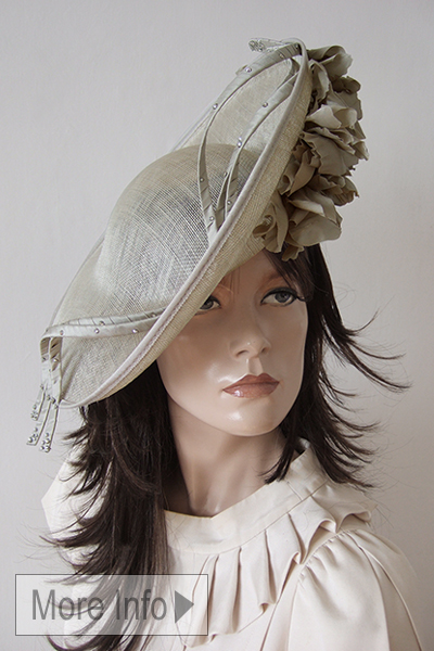 Oyster Floral Mother of the Bride Hat 2021. Saucer Style Mother of the Bride Hats 2021. Oyster colour Mother of the Bride Hats 2021. Nude colour Hats for Royal Ascot 2021. Royal Ascot Hat Hire 2021. Fashionable hats for the races 2021. Fashionable Mother of the Bride Hats 2021