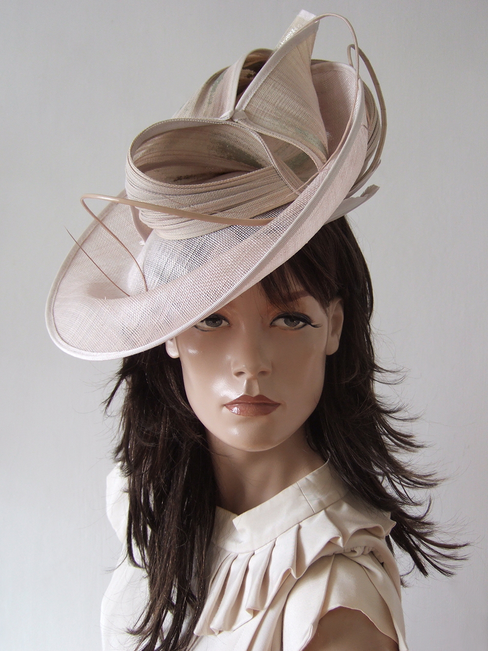 Blush Pink Hat for Royal Ascot 2021. Royal Ascot Hat Rental 2021. Hat Hire Berkshire. Amazing Royal Ascot Hats 2021. Ladies Hats for Hire 2021. Blush Pink Mother of the Bride Hats 2021. Royal Ascot Hat Rental. Formal Wedding Hats for Hire UK 2021. Vivien Sheriff Occasion Hats 2021.