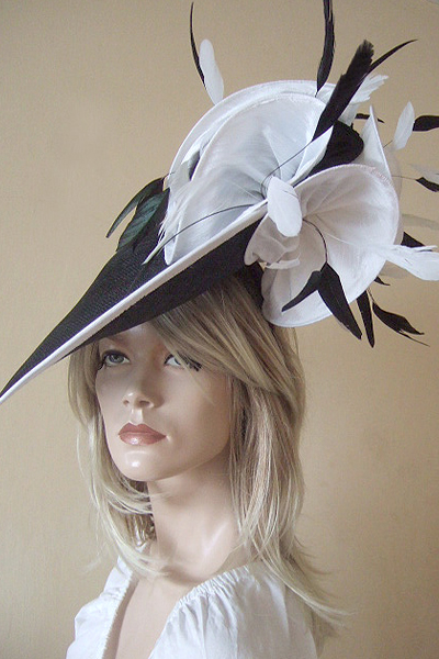 Black White Saucer Fascinator. Black White Hat for Ascot. Mother of the Bride Hats. www.dress-2-impress.com