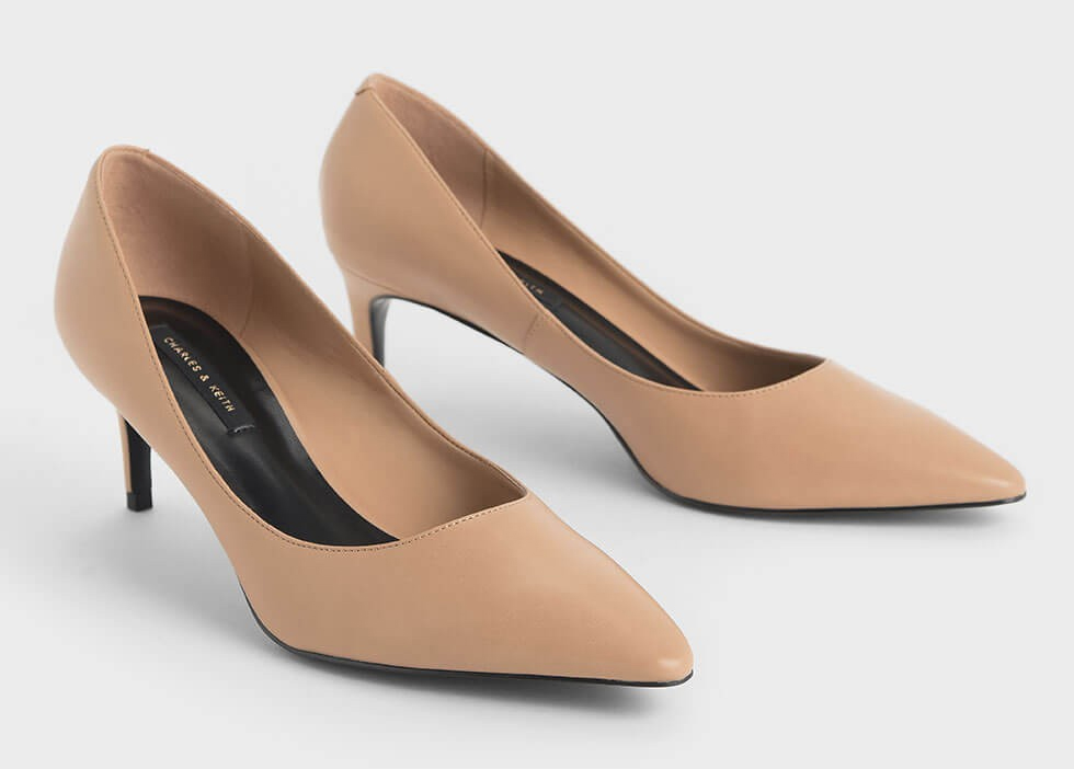 Nude medium heel shoes. Medium heel nude shoes. Nude shoes for summer wedding guests 2021. Nude Shoes for Royal Ascot 2021. Nude mother of the bride shoes 2021. Shoes to wear with a Nude dress.