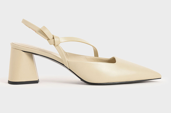 Cream Medium Heel Shoes for the Races. Cream Ladies Smart Shoes 2021. Shoes to wear with a Cream dress. What to wear for Ladies Day at the races. Cream Shoes for the races 2021. Ideas for Summer wedding guest outfits 2021. Cream Mother of the Bride Shoes 2021.