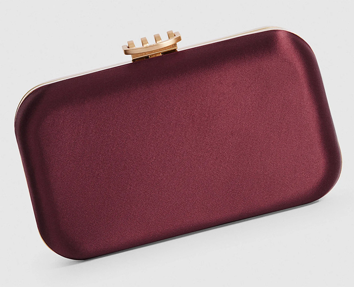 Burgundy Clutch bag for Wedding Guests 2021. Burgundy bag to wear to the races. Burgundy bag to wear with a burgundy colour dress. Burgundy Royal Ascot outfit ideas 2021. Burgundy mother of the bride bag 2021.
