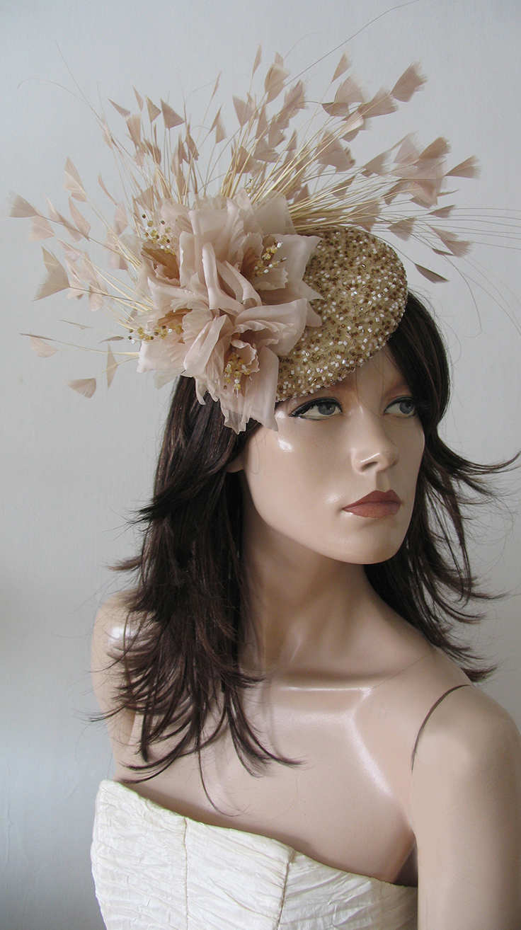 Designer Millinery Gold Fascinator Headpiece, perfect for fun Kentucky Derby Outfits, Royal Ascot, Dat at the Races, Guests of wedding, or Mother of the Bride. Gold Nude Hats. Outfit ideas and inspiration for Derby Day Fashion Outfits.#fashion #derbyoutfits #outfits #kentuckyderby #racingfashion #royalascot #ascothats #racingfashion.